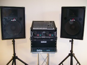 Mackie Sound System with DAS 15 Speakers